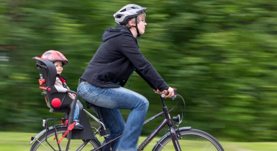 Безопасное велокресло – секрет приятной велопрогулки с малышом