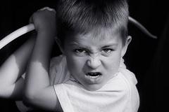 Как поступить родителям, если ребенок грозится их наказать?
