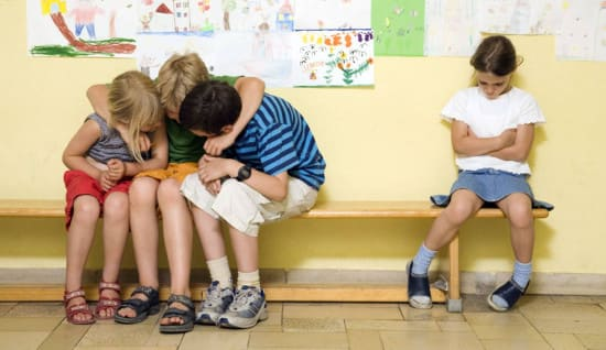Почему у ребенка не складываются отношения с одноклассниками?