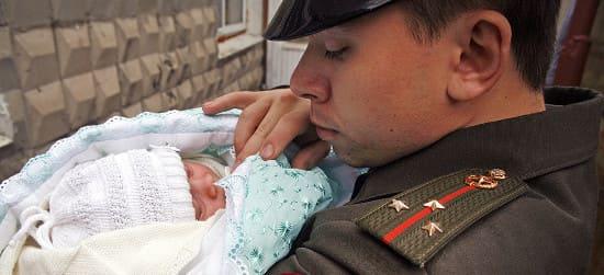 Женам и детям военнослужащих положены дополнительные пособия.