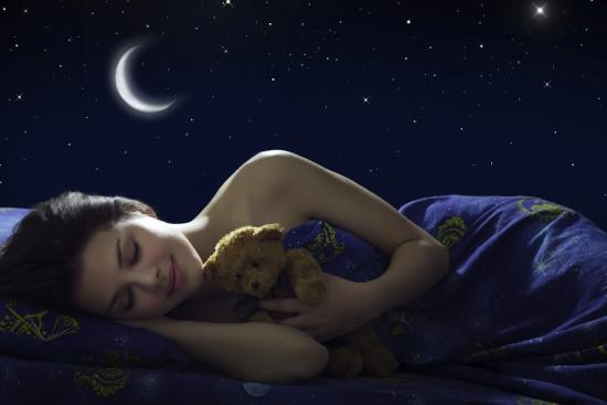 Спать без одежды и в темноте!